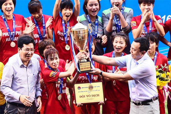 Những hình ảnh ấn tượng tại lễ trao giải bóng đá nữ Vô địch U19 Quốc gia 2016